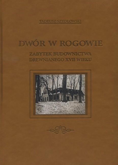 Dwór w Rogowie - Zabytek budownictwa drewnianego XVII wieku